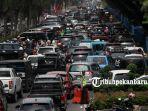 sejumlah-kendaraan-terjebak-macet-di-jalan-sudirman-pekanbaru-menjelang-lebaran-idul-fitri-3_20180610_140911.jpg
