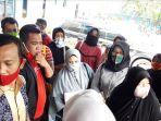 sejumlah-orang-tua-calon-siswa-sman-8-pekanbaru-mendatangi-sekolah-tersebut.jpg