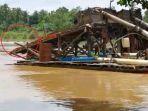 sejumlah-pekerja-penambangan-emas-ilegal-terjun-ke-sungai.jpg