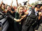 sekelompok-orang-uighur-menghalau-polisi-dalam-aksi-protes-di-provinsi-xinjiang-china.jpg