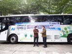 serah-terima-bus-listrik-rendah-emisi-md-12e-nf-secara-simbolis-oleh-founder-pt-mab.jpg