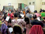 sesi-latihan-orkestra-bandar-serai-menjelang-perhelatan-riau-orchestra-performance-2016_20161204_192632.jpg