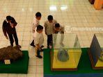siswa-berkunjung-ke-museum-sang-nila-utama-okee_20170405_091823.jpg