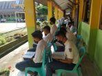 siswa_dan_guru_smp_di_inhu_berdoa_bersama_untuk_kepala_sekolah_yang_dipanggil_ke_kajati_riau.jpg