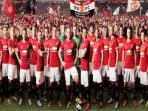 skuat-manchester-united-mengenakan-seragam-baru-kandang-mereka-musim-20142015.jpg