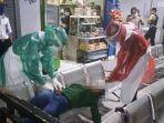 sl-17-abg-mabuk-saat-dievakuasi-petugas-medis-di-terminal-tulungagung.jpg