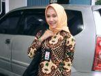 story_cerita_tia_petugas_kesehatan_cantik_asal_pekanbaru_cek_kesehatan_pilot_sebelum_terbang.jpg
