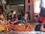 story_jumiati_warga_riau_nekat_buka_mulut_buaya_dengan_tangan_kosong_demi_selamatkan_anak.jpg