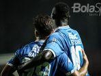 striker-persib-bandung-ezechiel-ndouassel_20181103_170920.jpg