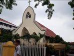suasana-gereja-katolik-santa-maria-jalan-ahmad-yani-kota-pekanbaru-minggu-2232020.jpg