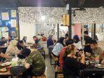 suasana-keseruan-kulineran-di-waroenk-baper-jalan-kharuddin-nasution-kota-pekanbaru.jpg
