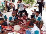 suasana-pemotongan-hewan-kurban-di-masjid-al-hidayah-kelurahan-jaya-mukti_20180822_151056.jpg