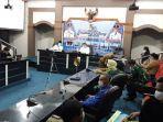 suasana-rapat-evaluasi-psbb-di-ruang-multimedia-mpp-pekanbaru.jpg