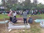 suasana-ziarah-kubur-di-pemakaman-desa-pasir-sialang-kecamatan-bangkinang_20180623_112331.jpg