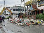 sudah_tiga_hari_sampah_menumpuk_di_simpang_jalan_teratai_ini_kata_dlhk_pekanbaru.jpg