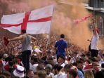 suporter-inggris-bersorak-untuk-tim-mereka-di-luar-stadion-wembley.jpg