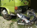 tabrakan_truk_sepeda_motor_kecelakaan_20180406_150150.jpg