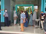 tagihan_tarif_listrik_membengkak_puluhan_warga_serbu_kantor_pln_di_jalan_dr_soetomo_pekanbaru.jpg