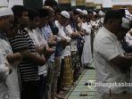 tarawih-pertama-di-mesjid-an-nur_3.jpg