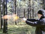 tembak-pistol-meledak.jpg