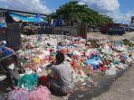 tempat-penampungan-sampah-di-depan-pasar-arengka.jpg