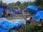 tenda-pengungsi-korban-gempa-angin-kencang.jpg