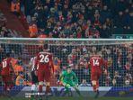 tendangan-penalti-mohamed-salah-ke-gawang-newcastle-united.jpg