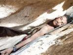 terjepit_di_bebatuan_gunung_3_hari_pria_kamboja_selamat_setelah_200_orang_tim_penyelamat_diturunkan.jpg