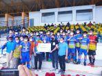 tim-sepakbola-pekanbaru-u-14-foto-bersama-dengan-pelatih.jpg