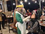 tim_medis_satgas_covid-19_kota_pekanbaru_rapid_test_tempat_kuliner.jpg