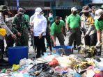 tni_dan_polri_turut_membersihkan_sampah_di_pekanbaru.jpg