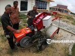 traktor-berbahan-bakar-gas-hadir-di-riau_20181101_215537.jpg