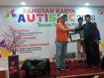tribun_pekanbaru_terima_penghargaan_di_pameran_karya_anak_autistic_2018.jpg