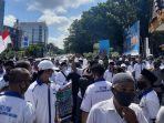 tuntut-bayaran-enam-bulan-massa-forum-rt-rw-kota-pekanbaru-gelar-aksi-unjuk-rasa.jpg