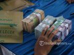 uang-rupiah-saat-penukaran-uang-di-kantor-bank-indonesia-perwakilan-riau_20180905_061631.jpg