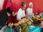uas-makan-durian_20181023_201651.jpg