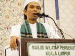 ustadz-abdul-somad-sedang-berdakwah-di-malaysia_20171217_144741.jpg