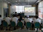 video_conference_sama_gubri_terkait_corona_sekda_inhu_jelaskan_alasan_pemkab_tak_liburkan_sekolah.jpg