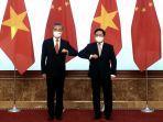 wakil-perdana-menteri-vietnam-pham-binh-minh-kanan-dan-menlu-china-wang-yi.jpg