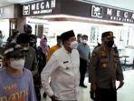 wali-kota-pekanbaru-saat-meninjau-pusat-perbelanjaan-sudirman-trade-center-stc-pekanbaru.jpg
