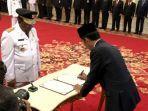 wan_thamrin_hasyim_resmi_dilantik_sebagai_gubenur_riau_definitif.jpg