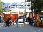 warga-afghanistan-di-luar-rumah-sakit-spesialisasi-regional-nangarhar.jpg