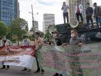 warga-dayun-demonstrasi-di-depan-istana-negara-rapp-intimidasi-petani-kecil-rapp-itu-tidak-benar.jpg