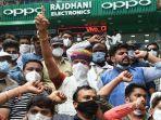 warga-india-protes-ponsel-china.jpg