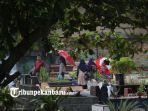 warga-melakukan-ziarah-kubur-di-pemakaman-muslim-senapelan-pekanbaru-2_20180506_120954.jpg