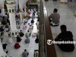 warga-pekanbaru-sholat-jumat-pakai-masker-di-masjid-agung-paripurna-ar-rahman-ini-yang-terjadi.jpg