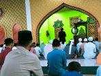 warga_pekanbaru_di_daerah_zona_merah_tetap_gelar_salat_idul_adha_di_masjid.jpg