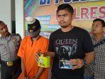 warga_pekanbaru_disiram_soda_api_sampai_alami_luka_bakar_satu_dari_dua_pelaku_berhasil_ditangkap.jpg