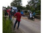 wargagelar-aksi-timbun-jalan-rusak-di-lintas-pekanbaru-bangkinang_20180302_234203.jpg