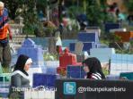 ziarah-kubur-jelang-ramadhan_20150614_194644.jpg